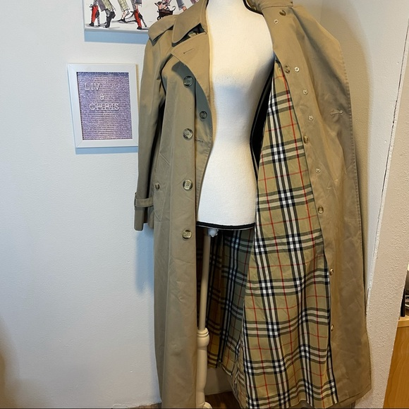 Burberry mid length trench coat with belt